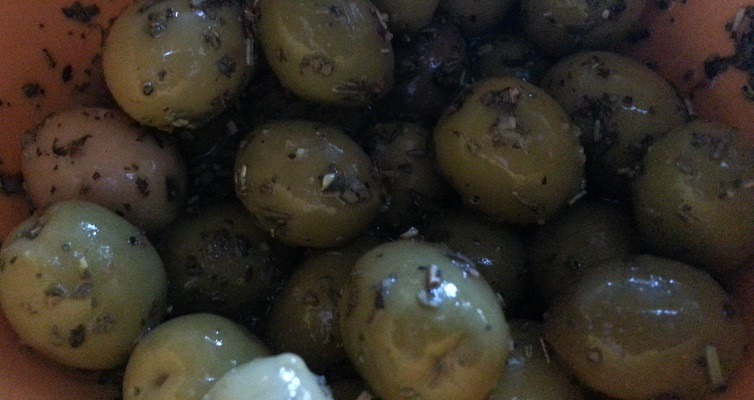 Olives maison aromatisées